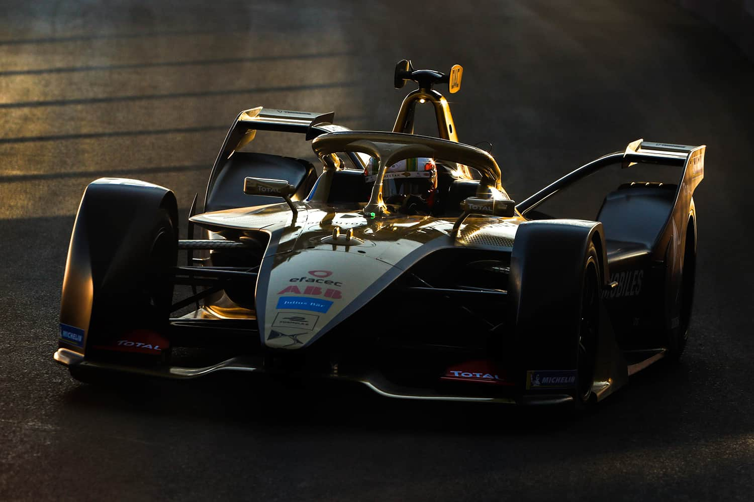 RIYADH STREET CIRCUIT, SAUDI ARABIA - NOVEMBER 22: Antonio Felix da Costa (PRT), DS Techeetah, DS E-Tense FE20 during the Diriyah E-prix I at Riyadh Street Circuit on November 22, 2019 in Riyadh Street Circuit, Saudi Arabia. (Photo by Alastair Staley / LAT Images)